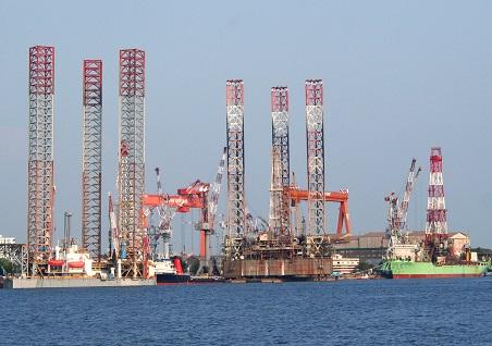 OIL RIGS UNDER REPAIR AT CSL